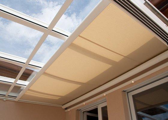 Prosklená terasa Weinor Glasoase s markýzou pod střechou