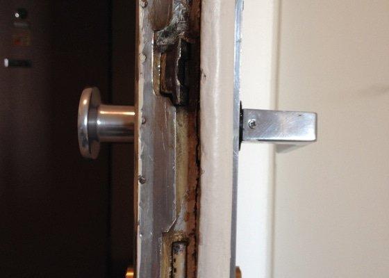 Zámečnické práce - výměna vložky a kování vchodových dveří