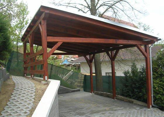 Garážové stání  a přístřešek nad vchod