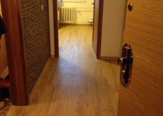 Položení lepené vinylové podlahy