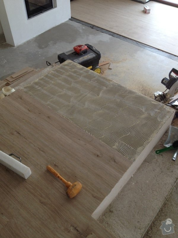 Broušení betonu, vyrovnání podlah samonivelační stěrkou, položení vinylové plovoucí podlahy: IMG_0690