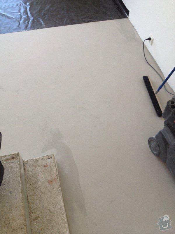 Broušení betonu, vyrovnání podlah samonivelační stěrkou, položení vinylové plovoucí podlahy: IMG_0719
