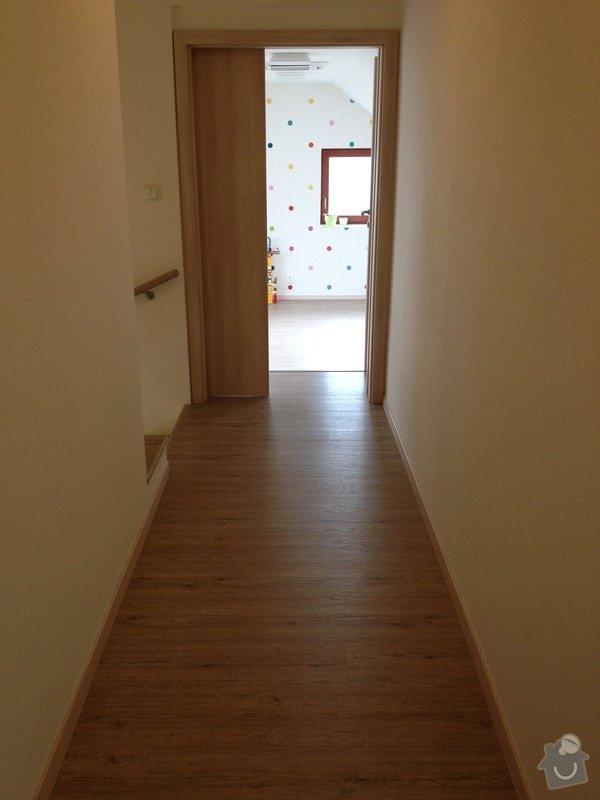 Broušení betonu, vyrovnání podlah samonivelační stěrkou, položení vinylové plovoucí podlahy: IMG_2043