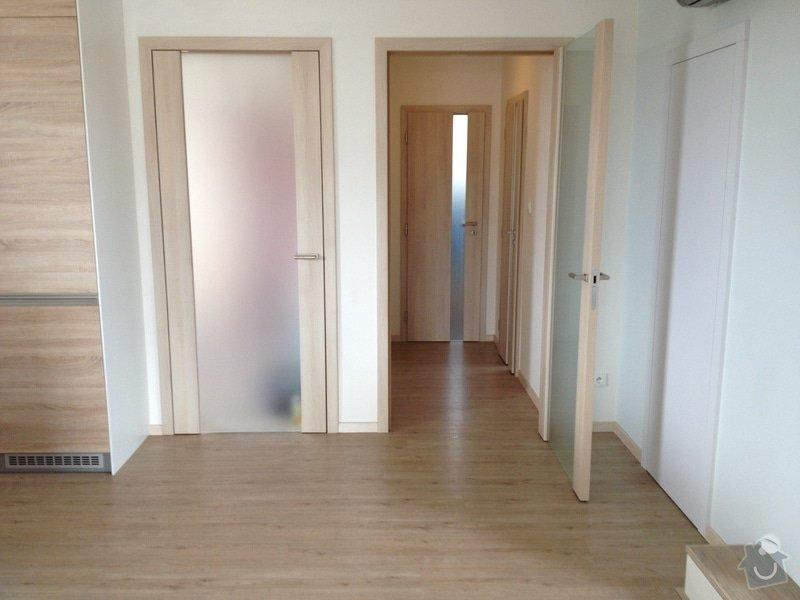 Broušení betonu, vyrovnání podlah samonivelační stěrkou, položení vinylové plovoucí podlahy: IMG_2045