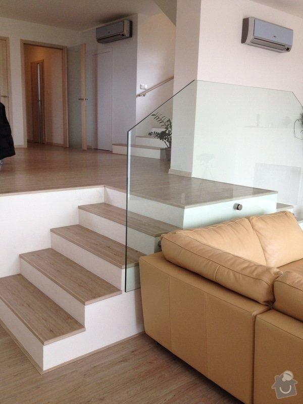 Broušení betonu, vyrovnání podlah samonivelační stěrkou, položení vinylové plovoucí podlahy: IMG_2056