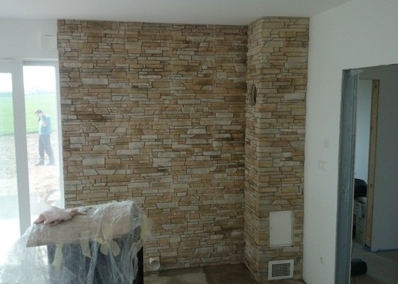 Obklad interiéru umělým kamenem
