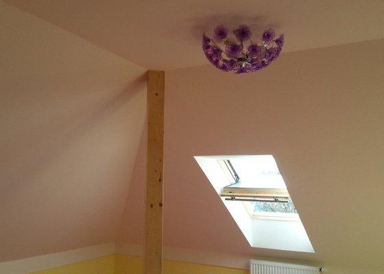 Dekorace podkrovního dětského pokoje letní oblohou - inspirace