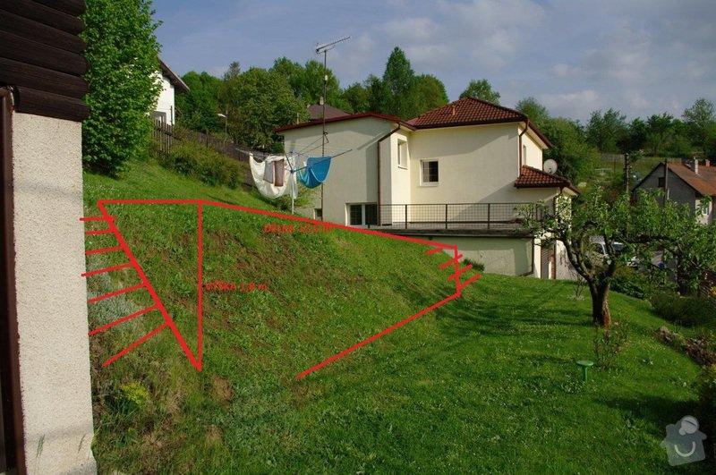 Opěrná zeď na zahradě cca 20 x 1,8 m: od_domku_k_domu