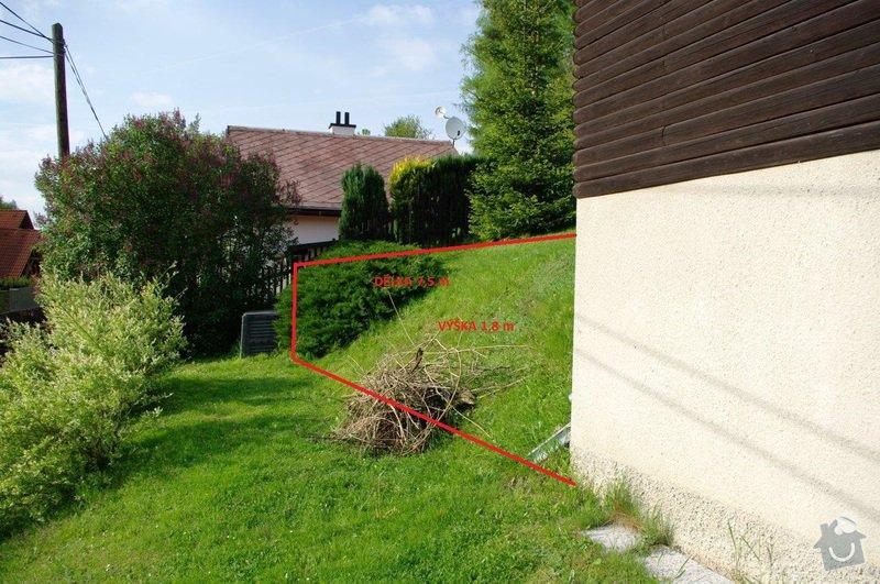 Opěrná zeď na zahradě cca 20 x 1,8 m: od_domku_k_plotu