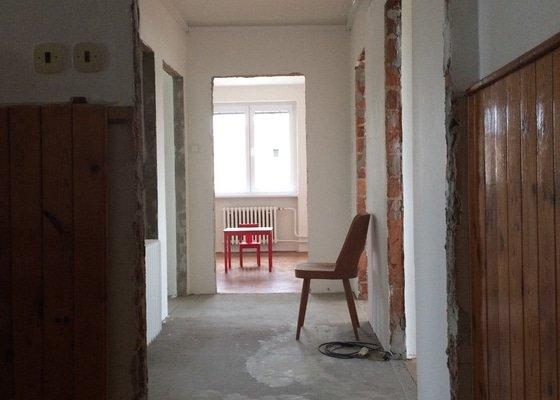 Montáž 7 dveří včetně zárubní