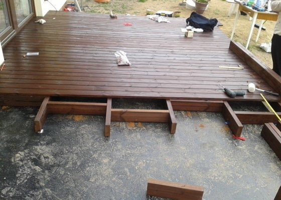 Pokládka dřevěnné terasy