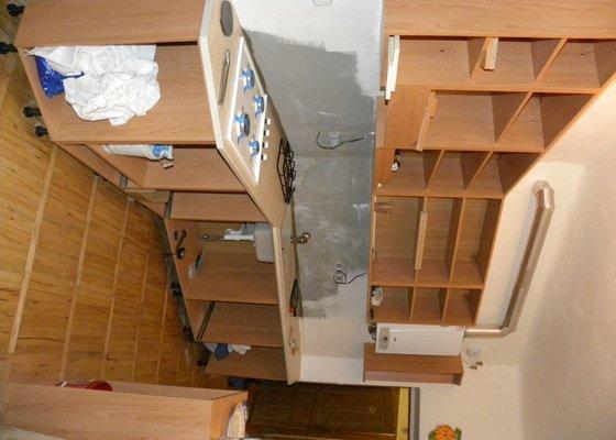 Obklady ke kuchyňské lince, výměna WC a nová dlažba