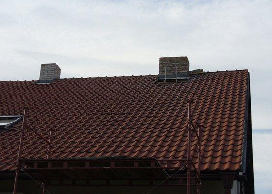 Sádrokartonový podhled na schodišťové chodbě,osazení střešního okna Velux do palubkového podhledu,oprava komínů