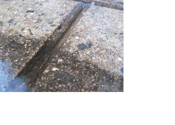 Čištění zámkové dlažby