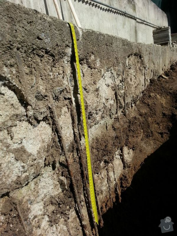 Odstranění betonového obrubníku: 20140510_093955
