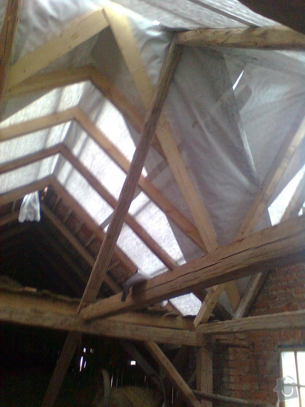 Rekonstrukce střechy - vazby, stavba komínů: Obraz0550