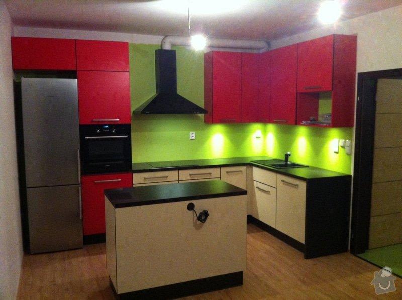 Sádrokartonový podhled nad kuchyňské skříňky: photo