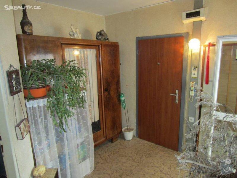 Návrh interiéru celého bytu: chodba_pred_rekonstrukci