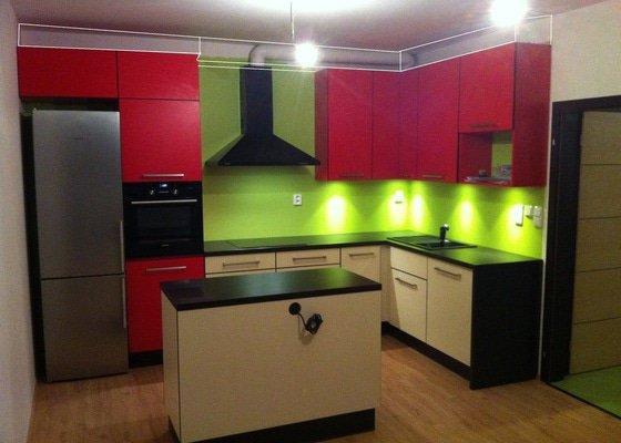 Sádrokartonový podhled nad kuchyňské skříňky