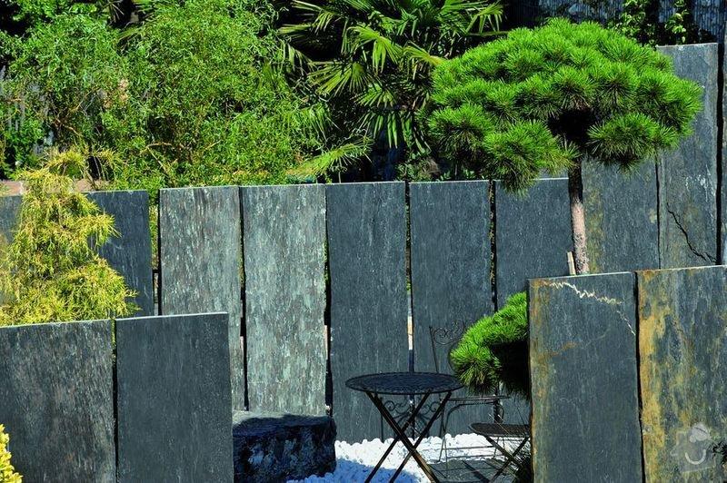 Ukotvení kamenných bloků (5x50x280cm) na zahradě.: DSC4843a