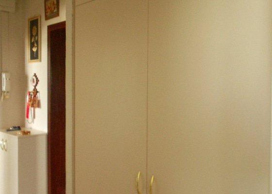 Vestavěná skříň,záclonové tyče