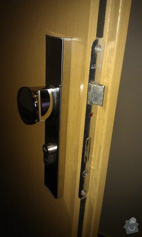 Výměna kování vstupních dveří za bezpečnostní: IMAG2883