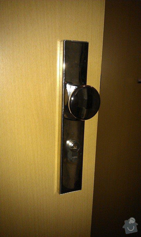 Výměna kování vstupních dveří za bezpečnostní: IMAG2885