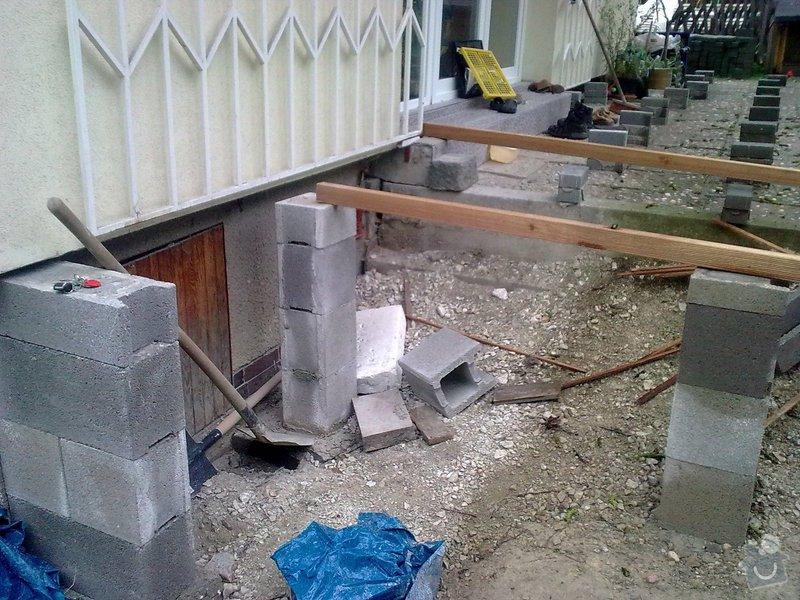 Dřevěna terasa ze schodamy a zabradli: Obraz0072
