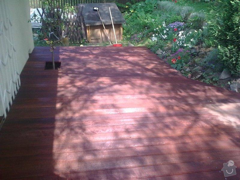 Dřevěna terasa ze schodamy a zabradli: Obraz0085
