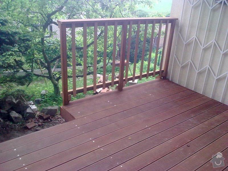 Dřevěna terasa ze schodamy a zabradli: Obraz0089