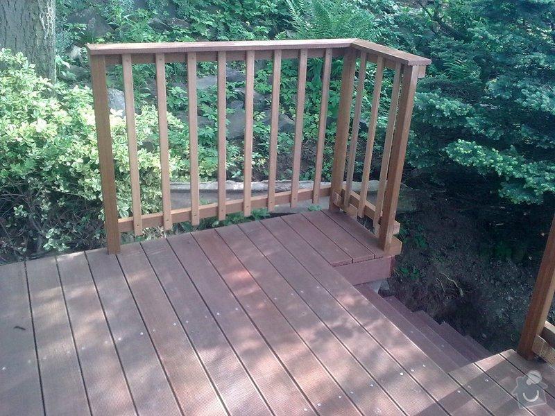 Dřevěna terasa ze schodamy a zabradli: Obraz0086