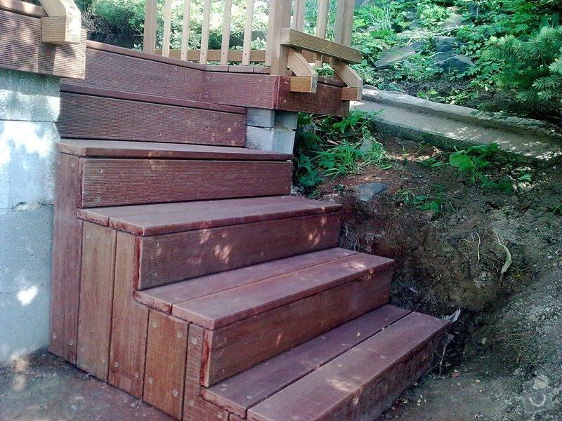 Dřevěna terasa ze schodamy a zabradli: Obraz0092