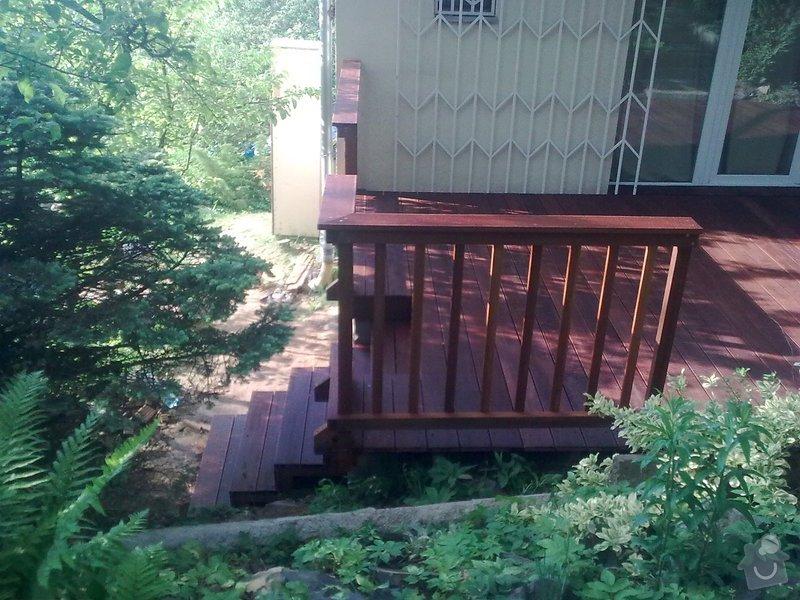 Dřevěna terasa ze schodamy a zabradli: Obraz0105