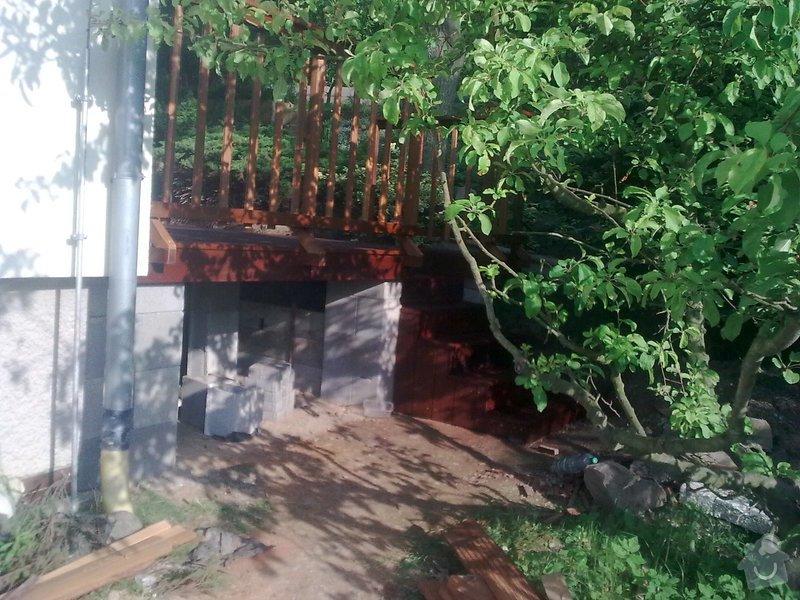 Dřevěna terasa ze schodamy a zabradli: Obraz0106