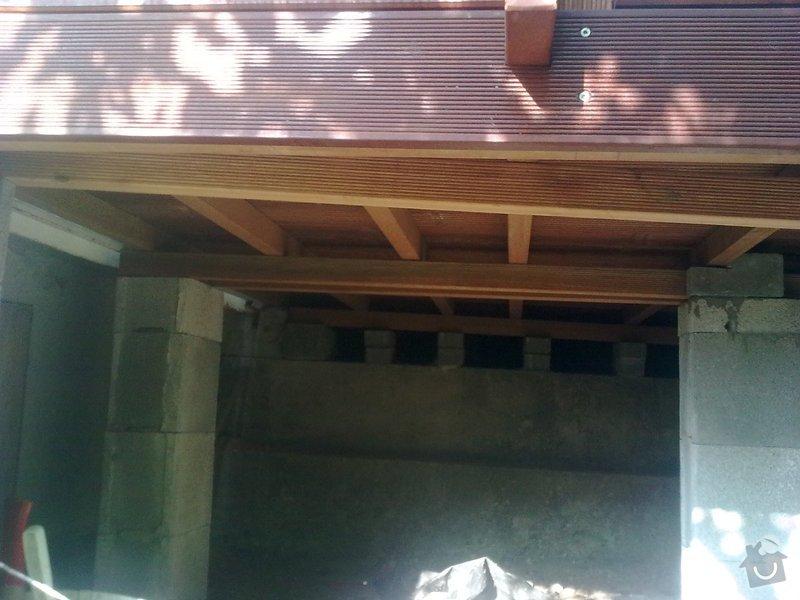 Dřevěna terasa ze schodamy a zabradli: Obraz0107