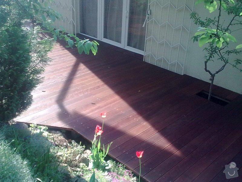 Dřevěna terasa ze schodamy a zabradli: Obraz0098