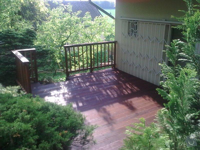 Dřevěna terasa ze schodamy a zabradli: Obraz0100