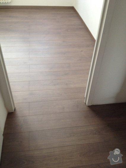 Rekonstrukce panelákového bytu 4+1: podlaha_pruchod_3189