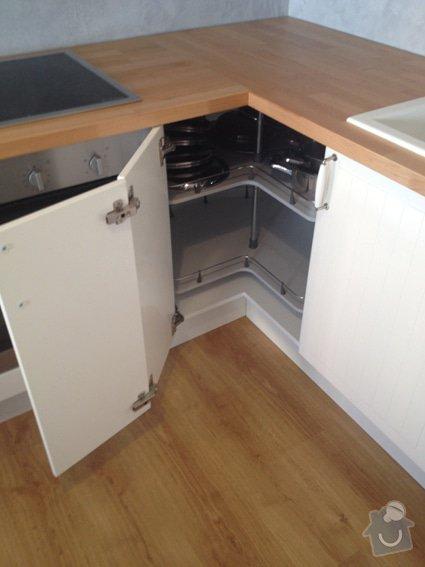 Úpravy/rekonstrukce nového bytu: kuchyn_otvirani_rohove_skrinky_s_karuselem_3749