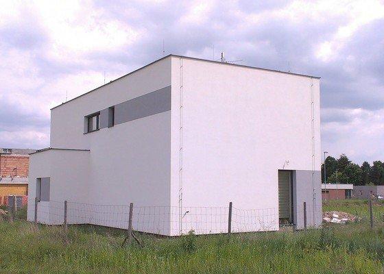 Fasádu domu