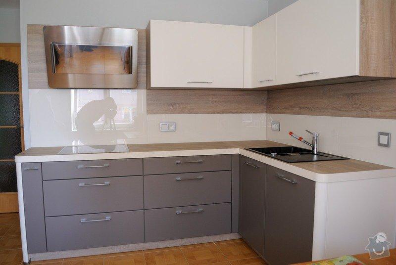 Rohová kuchyně s technickým blokem vysokých skříní: DSC_3306