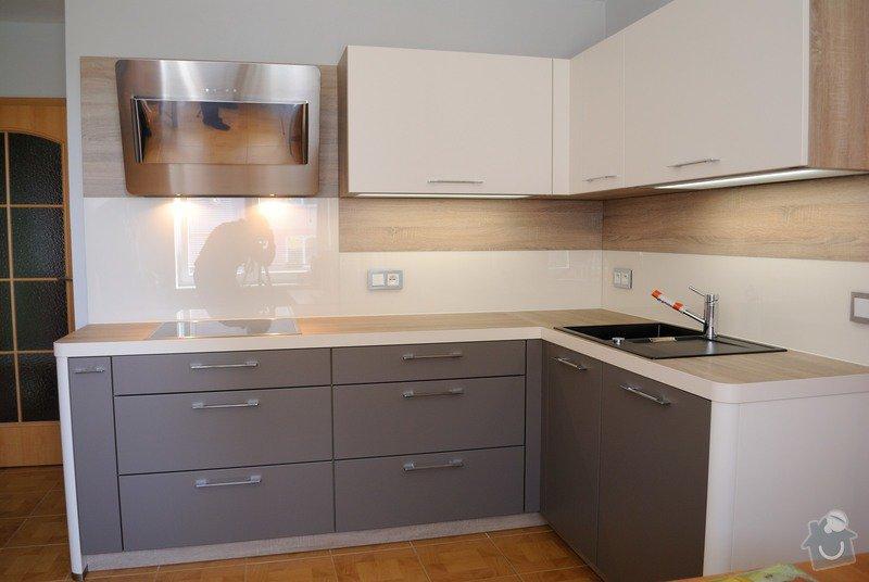 Rohová kuchyně s technickým blokem vysokých skříní: DSC_3309
