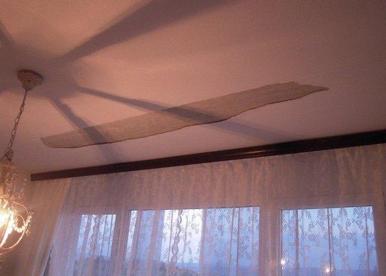 Oprava stropní omítky a malířské práce (1 pokoj v panelovém domě)