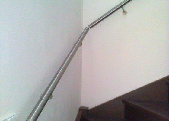 madlo-na-schodisti