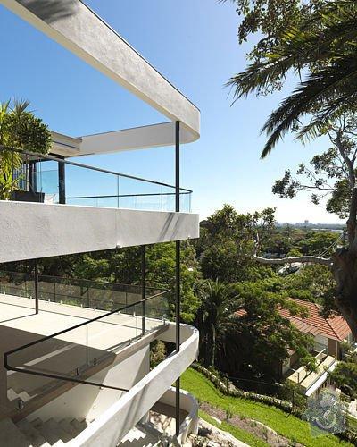 Balkonový přístřešek a balkonové zábradlí. Kov, ne dřevo.: balkon1