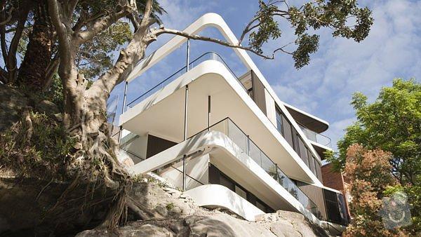 Balkonový přístřešek a balkonové zábradlí. Kov, ne dřevo.: balkon3