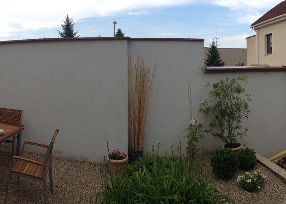 Fasádní nátěr zahradní zdi (32 m2)