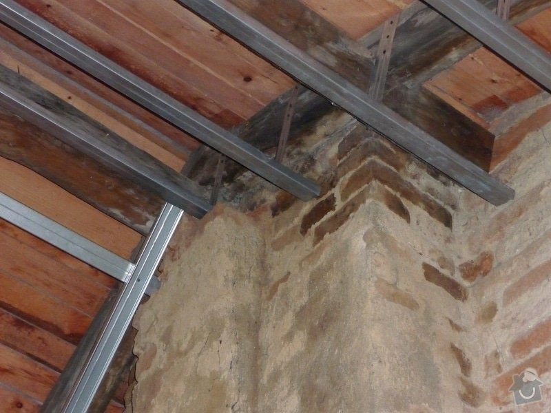 Vyvložkování a dostavba komínu anebo vybudovat nový plechový komín zezadu na štítě na : pod_strechou