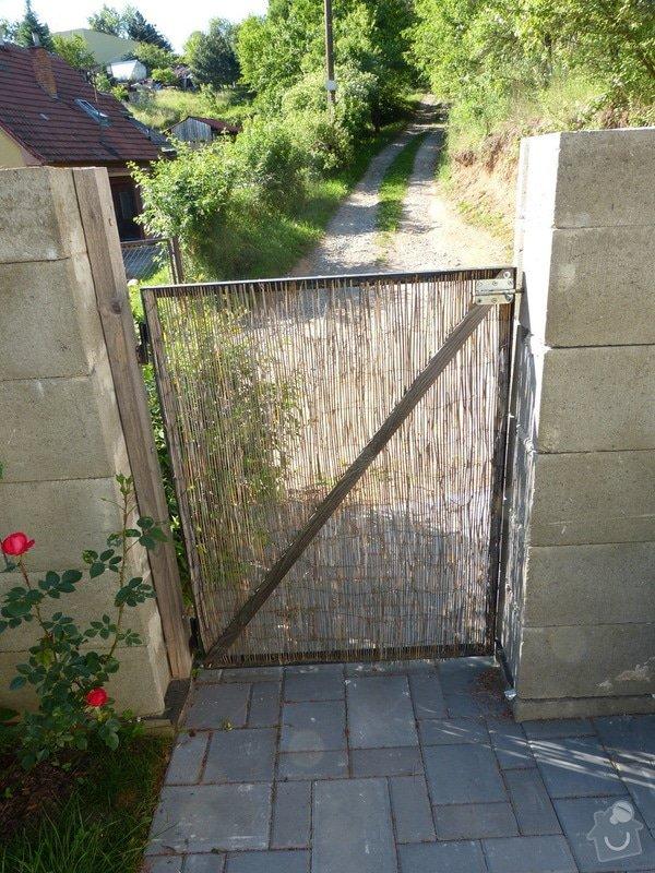 Automatická křídlová brána a branka: branka_zevnitr