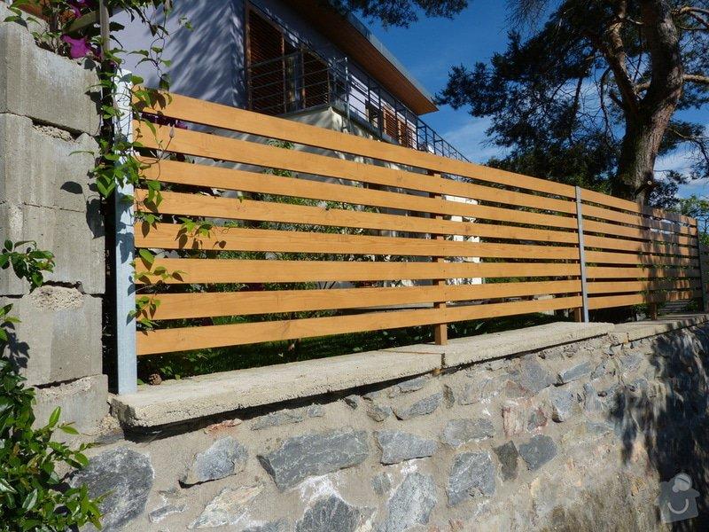 Automatická křídlová brána a branka: plot